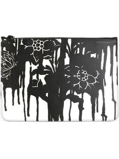 Compre Alexander McQueen Clutch floral de couro em Stefania Mode from the world's best independent boutiques at farfetch.com. Shop 300 boutiques at one address.