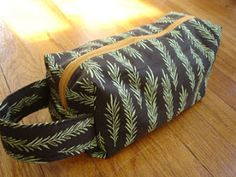 My favorite box bag tutorial.  This is a great quick sewing project and makes a nice gift too.