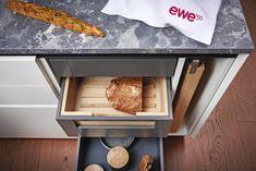 Les cuisines Design EWE Shelves, Home Decor, Home Kitchens, Modern, Minimalist, Bread, Shelving, Decoration Home, Room Decor