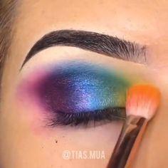 This Magical Look will Lift up Your Aura. 80s Eye Makeup, Peacock Eye Makeup, Bright Eye Makeup, Dramatic Eye Makeup, Creative Eye Makeup, Eye Makeup Steps, Makeup Eye Looks, Colorful Eye Makeup, Skin Makeup