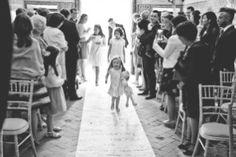 Uma base de inspiração única…um conceito bem trabalhado e um resultado encantador, conheça a história destes noivos. Wedding Story Tânia & Ricardo – Setivesse que resumir a históri…