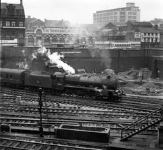 LMS built Jubilee steam locomotive 45685 Barfleur departs from Birmingham New street with the York to Bristol express, on April Lego Trains, Old Trains, Train Car, Train Tracks, Gandy Dancer, Steam Trains Uk, Steam Railway, Birmingham England, British Rail