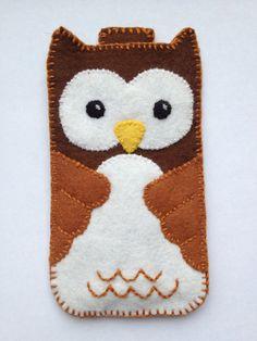 Felt Owl iPhone-case by HappyfamilyNL on Etsy, €12,50 or $16