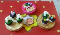 Cupcake, biscotti e ovette pasquali in pasta polimerica / Cupacakes, cookies and eggs for Easter in polymer clay.