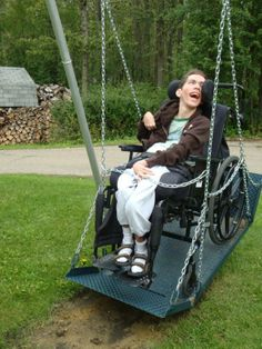 wheelchair swing - such joy Park Playground, Playground Design, Sensory Garden, Play Equipment, Cerebral Palsy, Urban Furniture, Special Needs, Kids Playing, Spinal Cord