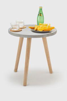 Glöm inte bort C-vitamin i solen!  Jamocha betongbord med träben. Passar utmärkt som soffbord och utomhus i solen.