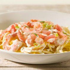 Spaghetti met garnalen en lente-uitjes. Kijk voor de bereidingswijze op okokorecepten.nl. Recipe Images, Penne, Food Inspiration, Risotto, Potato Salad, Noodles, Good Food, Food And Drink, Tasty
