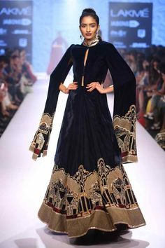 Designer Kurtis By Neeta Lulla Designer Kurtis, Indian Designer Suits, Designer Dresses, Pakistani Bridal Wear, Pakistani Dresses, Celebrity Fashion Outfits, Celebrities Fashion, Celebrity Style, Neeta Lulla