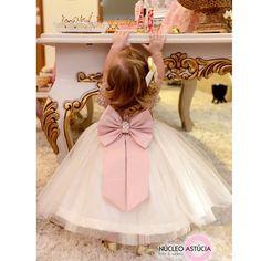 Vestido infantil com renda e cinto bordado com pérolas Via Flora for Girls #renda #pérolas #tule #infantil #vestidodemenina #vestidodossonhos #vestidodeprincesa