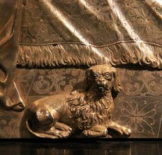 Fragment of silver portable altar of Constance of Austria by Matthäus Wallbaum, 1610s, Muzeum Diecezjalne w Płocku, given to the Płock Cathedral by Constance of Austria in 1618; fragment with a dog