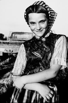 Is it wrong that I like Hutterites so much just because of their polka dot scarves? Probably.