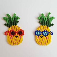 Pour le plaisir... 🍍🥂🍍 @unegrenouillerouge 😄 #jaimebientisserpardeux #jenfiledesperlesetjassume #motifunegrenouillerouge #miyukiaddict #miyukibeads #ananas #perlescorner Pearl Beads Pattern, Beaded Earrings Patterns, Peyote Patterns, Beading Patterns, Seed Bead Art, Seed Bead Jewelry, Bead Embroidery Jewelry, Beaded Embroidery, Arte 8 Bits