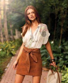 O charme das saias Chamois O chamois, apesar de ter semelhança com a textura do veludo e também com a de um couro mais fino e maleável, sua matéria-prima principal é o algodão