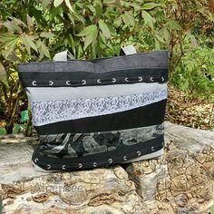 Черно-серая сумка в лоскутном стиле со шнуровкой, вместительная и удобная. 🌸🌸🌸. The patchwork shoulder bag with lacing, big enough and comfortable. #patchwork #purses #patchworkbag #beautifulbag #alpensee_bags