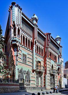 Casa Vicens, de #Gaudi, en el tranquilo barrio de Gracia. http://www.viajarabarcelona.org/lugares-para-visitar-en-barcelona/casa-vicens/ #Barcelona #turismo