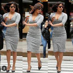 Priyanka Chopra strutting her hot body on the streets of New York. Indian Bollywood, Bollywood Fashion, Bollywood Style, Bollywood Celebrities, Bollywood Actress, Bollywood Memes, Priyanka Chopra Hot, Girl Inspiration, New York Street