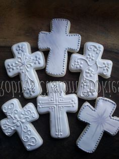 First communion cookies for a girl cross Cross Cookies, Fancy Cookies, Iced Cookies, Cute Cookies, Easter Cookies, Cupcake Cookies, Sugar Cookies, Christening Cookies, Christening Party