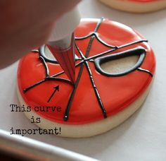 #DIY #Spiderman Cookies - can't fail with these easy to follow instructions and fantastic helpful step-by-step pictures ! Great as a Spiderman party favor in a cellophane bag for your little #superheros to take home ! Or Spiderman party food idea ! more Spiderman party ideas www.24-7partypaks.com.au Thanks @SweetSugarBelle {Callye Alvarado}