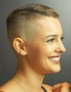 There is Somthing special about women with Short hair styles. I'm a big fan of Pixie cuts and buzzed cuts. Short Mohawk, Short Punk Hair, Super Short Hair, Short Hair Cuts, Short Hair Styles, Short Pixie, Mohawk Hairstyles For Women, Pixie Hairstyles, Pixie Haircut