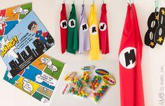 Superhero birthday party: masks and capes, costume invites and colorful candies Fiesta de súper héroes: capas, antifaces, invitaciones y dulces de colores. Más ideas en el blog.