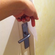 #Cerrajeros #Sevilla aperturas de puertas interiores sin causar roturas ni daños. #españa #spain #puertas #cerraduras #doshermanas #gelves #sevilla #sevillanas #locks #locksmiths #locksmith #persianas #cierres  (en Seville, Spain)