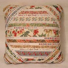 Esta é uma almofada feita com as orelas dos tecidos. Para saber como se faz,clique aqui