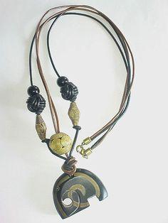 """*Halskette """"Der Elefant"""",  Schmuckstück zur Aktion KunstRaub 6- MusterHäuser*  Die weitergegebene Tradition der Hausmalerei wird noch heute von d..."""
