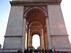 Párizsi séták: A Champs-Élysées és a Diadalív.