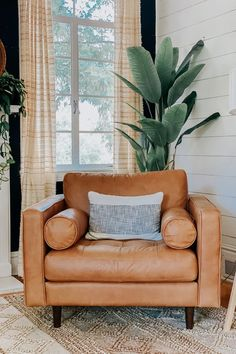 Natural color variations, wrinkles and creases are part of the unique characteristics of this leather. Photo by Charlotte's Happy Home. #LeatherChair #LoungeChair #MidCenturyModernChair
