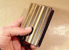 Voici ce que je viens d'ajouter dans ma boutique #etsy : porte cartes double en cuir et bambou • cartes crédits • cartes visites • Collection bohème chic • étui cartes minimaliste http://etsy.me/2HobWFU #sacsetpochettes #beige #violet #bohochic #bambouchic #portecarteb