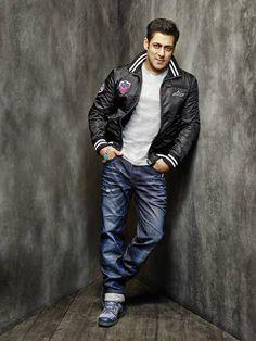 Cool mens 10 Things We Love About Bigg Boss 10 Host Salman Khan Bollywood Photos, Bollywood Stars, Bollywood Celebrities, Bollywood Actress, Salman Khan Photo, Shahrukh Khan, Being Human Clothing, Salman Khan Wallpapers, Look Fashion