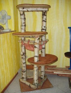 Build your own scratching post building instructions for building a beautiful scratching post yourself Stopped Up Toilet, Popsicle Stick Crafts House, Diy Cat Tree, Pine Table, Cat Stands, Scratching Post, Sell Diy, Decorating Tools, Cat Furniture