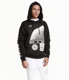 Oversized sweatshirt with a printed design. Jersey-lined hood, ribbing at