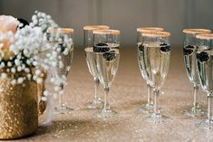 Hochzeitsinspiration in Gold und Schwarz | Friedatheres.com  Fotos: Franzi trifft die Liebe Konzept & Dekoration: im Hochzeitsfieber