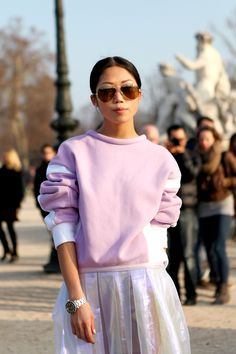 Get Oksana's look: Ray-Ban Aviators, Pink two-tone jumper, pleated organza skirt and black lace-up sandals