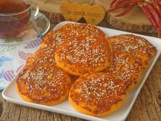 Peynirli Biberli Ekmek Tarifi Hamburger, Meals, Brot, Meal, Burgers, Yemek, Food, Nutrition
