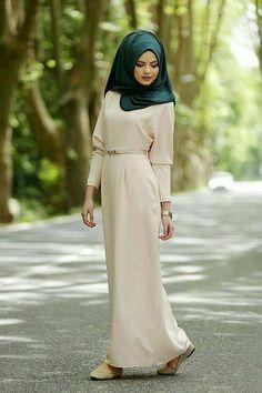 ec9fd5fb0e7 Hijab mode 2019   55 robes longues pour femme voilée chic et élégantes pour  votre inspiration