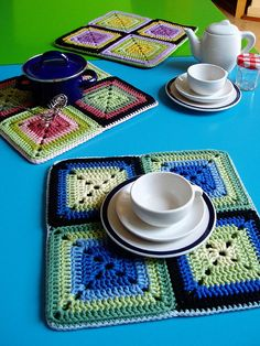Transcendent Crochet a Solid Granny Square Ideas. Inconceivable Crochet a Solid Granny Square Ideas. Granny Square Häkelanleitung, Granny Square Crochet Pattern, Crochet Squares, Crochet Granny, Knit Crochet, Granny Squares, Crochet Kitchen, Crochet Home, Crochet Crafts