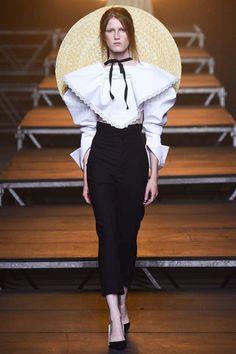 Jacquemus Spring 2017 Ready-to-Wear Fashion Show - Tessa Bruinsma