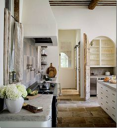 Designer: Annelle Primos , reclaimed  materials, Chateau Domingue, photo, Chipper Hatter