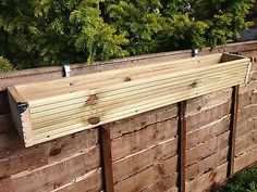 hanging fence planters over the fence panel hanging balcony wooden planter window box decking trough chain link fence hanging planters Railing Planter Boxes, Hanging Planters Outdoor, Balcony Planters, Trough Planters, Wood Planter Box, Wall Planters, Balcony Garden, Planter Ideas, Plant Troughs
