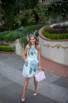 Rose Dress – Gal Meets Glam Ted Baker Dress, Bag & Heels Feeling extra feminine in today's post wearing this gorgeous rose printed dress by… Rose Print Dress, Rose Dress, Dress Up, Ted Baker Kleid, Ted Baker Dress, Preppy Mode, Preppy Style, Passion For Fashion, Love Fashion