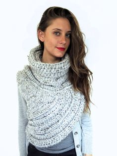 PATTERN for Chunky Knit Crochet Asymmetric Cowl door TwoOfWandsShop