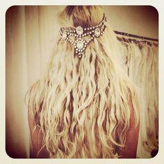 Pretty #bohobride #bohohair #headpiece by @boandluca #boho #bohemian #bohostyle #bride #bohowedding