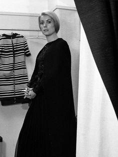 Catherine Deneuve en robe longue Yves Saint-Laurent
