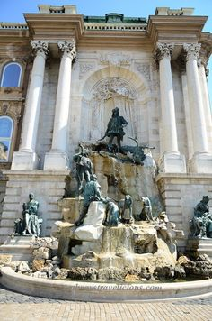 Buda Castle @ Budapest Hungary - Always Travelicious ! Places In Europe, Places To Visit, Beautiful Castles, Beautiful Places, Budapest Nightlife, Budapest Travel, Wachau Valley, Capital Of Hungary, Buda Castle