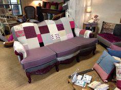Canapé trois places, Creation unique Rénové avec un patchwork de tissu d'ameublement. En vente dans ma boutique