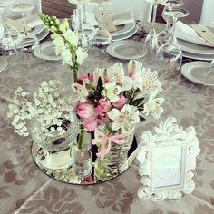 Centro en tonos romanticos en boda una boda muy romantica. #bodasromanticasenjardin#bodasconvistasalmar#amor#love#felicidad#diainolvidable