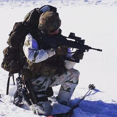 French GCM (moutain commandos) from 13ème BCA, with his typical winter battledress.