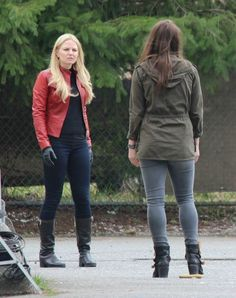 Jennifer Morrison & Agnes Bruckner (Who is most likely playing Lily) filming scenes for episode 4x19 - February 24, 2015